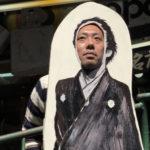 ハメにゃあアカンぜよ!長崎の世界遺産「旧グラバー邸」の入り口近くで坂本龍馬に顔ハメ